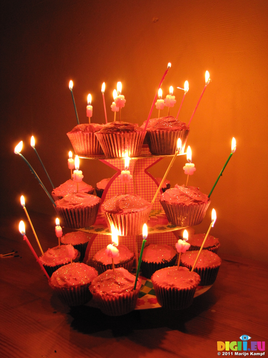 SX17137 Jens Cupcake Birthday Cakes With Candles Lit