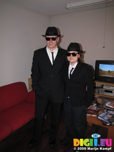 SX02840 Marijn and Jenni as dressed as Blues Brothers