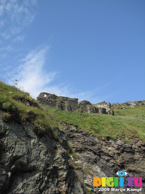 SX07125 Castle wall on Tintagel Castle island