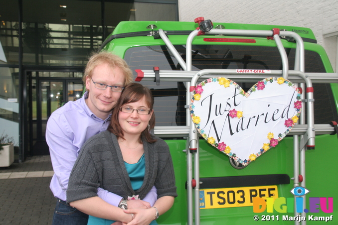 IMG_7310 Marijn and Jenni at Just Married sign on van