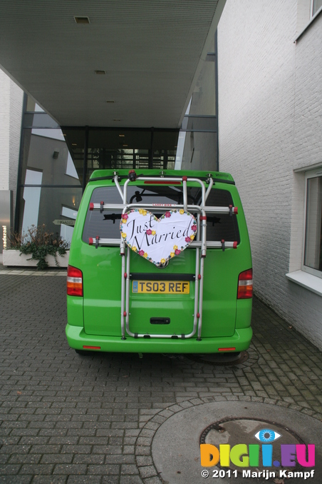 IMG_7295 Just married sign on van at gemeentehuis