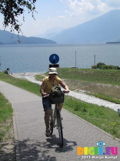 SX18999 Jenni bicycling north shore of Lake Como
