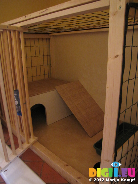 SX25711 Door opend on DIY Rabbit Hutch