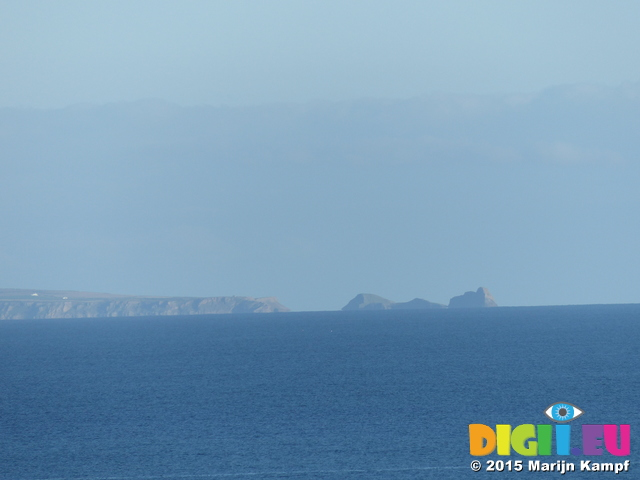 FZ020851 Worms head seen from Meadow Farm campsite in Tenby
