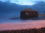 SX01814 Waves against Tramore lifeguard house.jpg