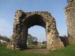 SX05494 Remaining arch of old gate to Ogmore Castle.jpg