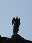 SX07856 Stone eagle on Oxford rooftop.jpg