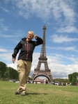 SX18511 Marijn leaning against the Eiffel tower.jpg