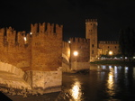 SX19469 Ponte de Castelvecchio at night, Verona, Italy.jpg