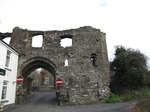 SX21478 Gatehouse Kidwelly Castle.jpg
